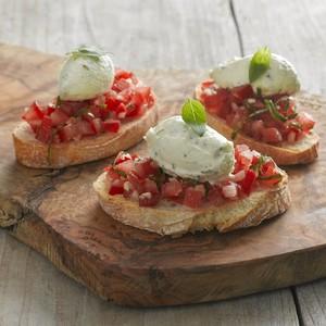 Bruschetta tomaat en basilicum