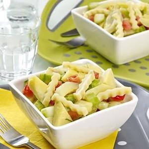 Salade van artisjokken en komkommers