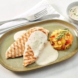 Suprême de poulet grillé, sauce Boursin® Cuisine 3 poivres et romarin