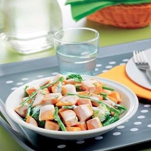 Gebakken zoete aardappelen met groene groenten