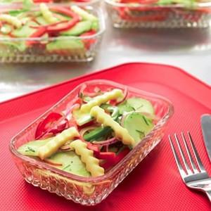 Salade van komkommer en paprika's